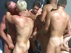 piscina orgia homens