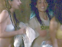 filles brunettes célébrités mamelons