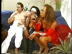 grote borsten zwart en ebony groepsseks wijnoogst