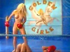 grandes tetas rubias peleas de gatos lesbianas deportes
