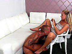 amateur blond coulage fétichisme des pieds lécher
