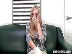 bebê loira boquete moldagem facial