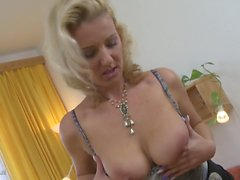 Home sex with gorgeous mature mothers