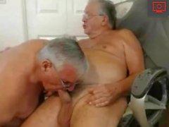гей любительский без седла большой член