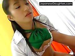 väärin aasialainen brutaali tytär