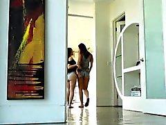 brunetta erotico tastare lesbica all'aperto