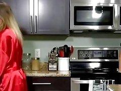 estilo cachorrinho óculos cozinha loira
