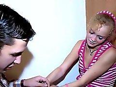 blondine blowjob hahnrei kleine titten teenager
