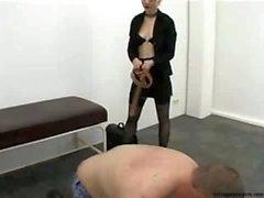 femdom bdsm läpsiminen facesitting selkäsauna