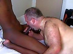гей гей-пара зрелый межрасовый волосатый