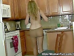olderwomanfun brunetta milf