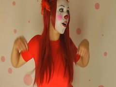 Amateur clown chick teases with big jugs on the webcam