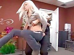 blondjes pijpbeurt actie pik zuigen hardcore sex