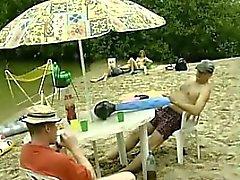 любительский пляж бисексуал блондинка минет