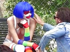 pov pubblico adolescente vettura omosessuale clown