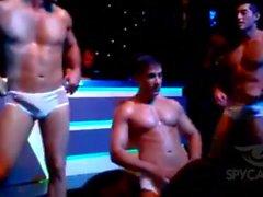 homossexual amador latino músculo striptease