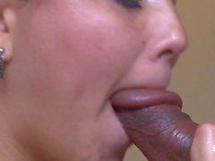SANTA LANTINA - La latina de gran culo Angela Rodriguez muy caliente recibiendo un facial