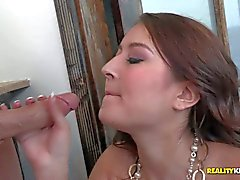 Colombian waitress Bliss dulce gives blowjob