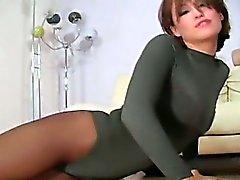 brunette fétiche masturbation nylon bas